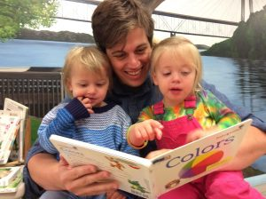 Photo of Dad reading to daughters at QPL.